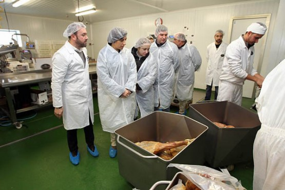 Ángeles Vázquez na visita á empresa Casa Castelao