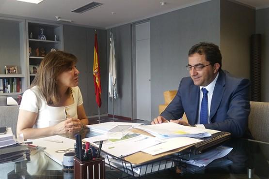 Beatriz Mato na reunión co alcalde de Xinzo de Limia