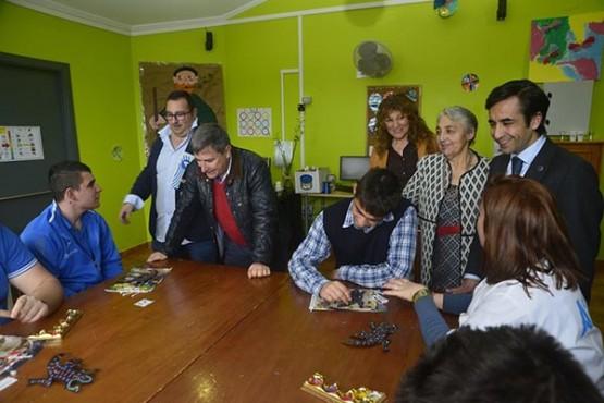 Rey Varela na visita ás instalacións Amicos en Riveira