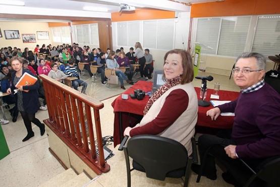 Susana López Abella na visita a un dos institutos