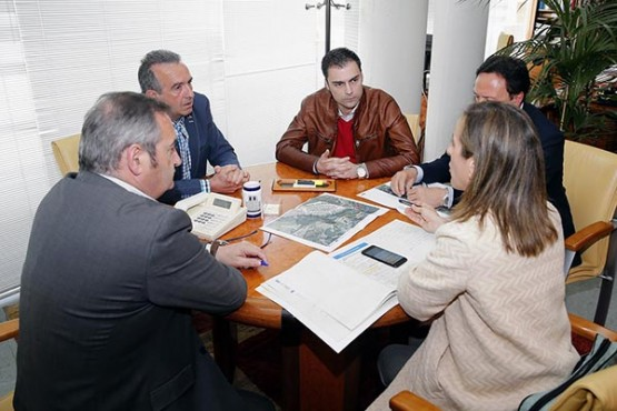 Ethel Vázquez no encontro de traballo co alcalde de Láncara