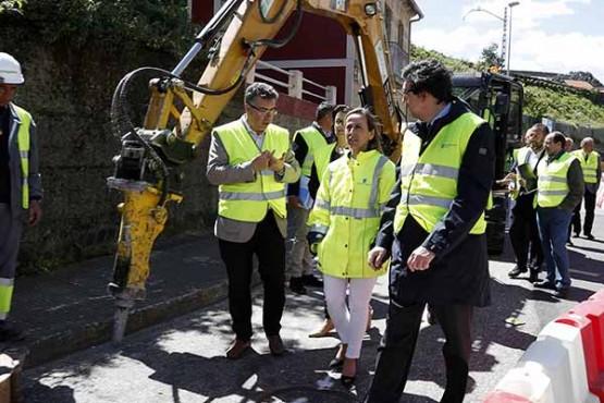Ethel Vázquez na visita ás obras en Chapela