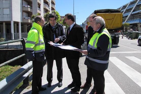 López-Chaves na visita a Baiona para comprobar os traballos de asfaltado