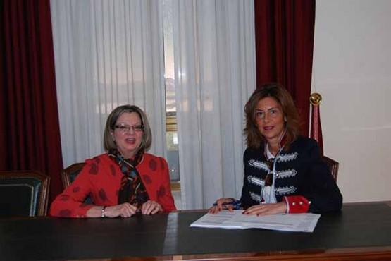 Marisol Díaz na reunión coa alcaldesa de Carballeda de Valdeorras