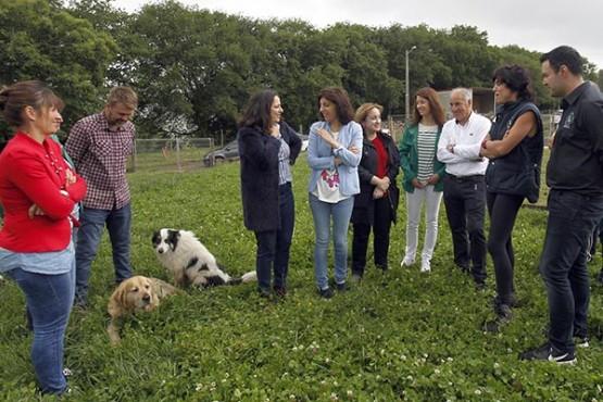 Ángeles Vázquez na visita á explotación Cabuxa Natur