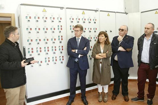 O presidente da Xunta na visita á Edar de Negreira