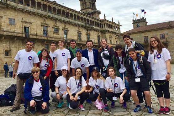 Miranda recibe a un grupo de escolares andorranos que fan o Camiño de Santiago