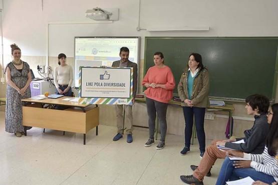 Cecilia Vázquez na presentación da campaña no IES Ramón Otero Pedrayo da Coruña. Foto: M. Fuentes