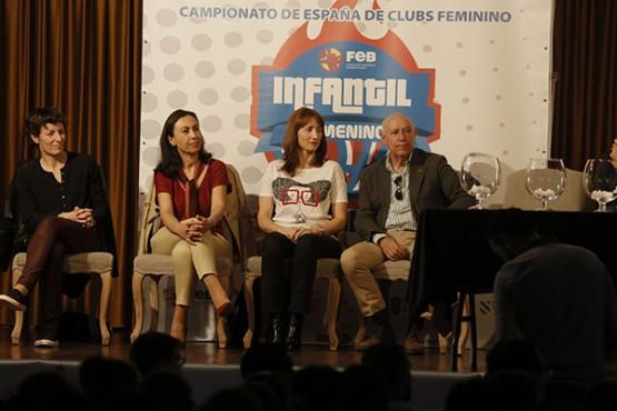 Marta Míguez na presentación do evento deportivo