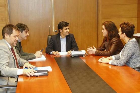 Reunión de José Manuel Rey Varela coa alcaldesa de Santa Comba