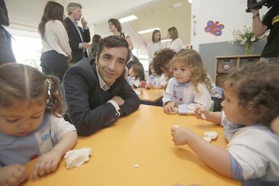 José Manuel Rey Varela na visita á escola infantil do Grove