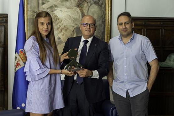 Baltar recibe á árbitra Zulema González, recén ascendida á 1ª División do fútbol feminino