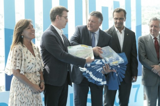"""Feijóo: """"as 131 bandeiras azuis son a mellor porta de entrada para descubrir a riqueza natural de Galicia"""""""