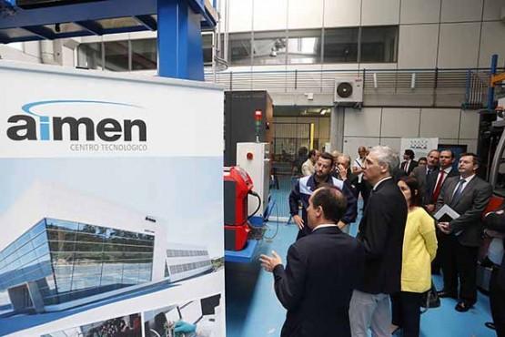 Francisco Conde na visita ao centro tecnolóxico Aimen