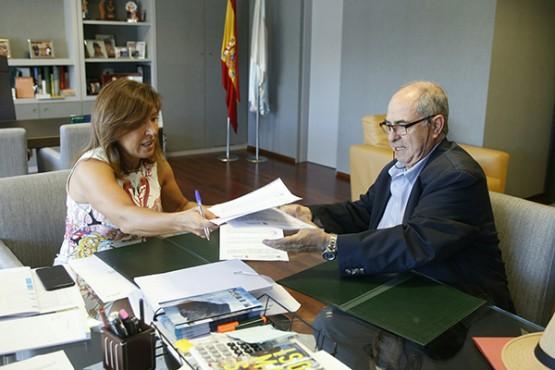 Beatriz Mato na reunión co alcalde de Tordoia
