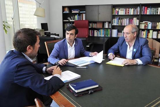 Rey Varela na reunión co alcalde de Cerceda. Foto: M. Fuentes