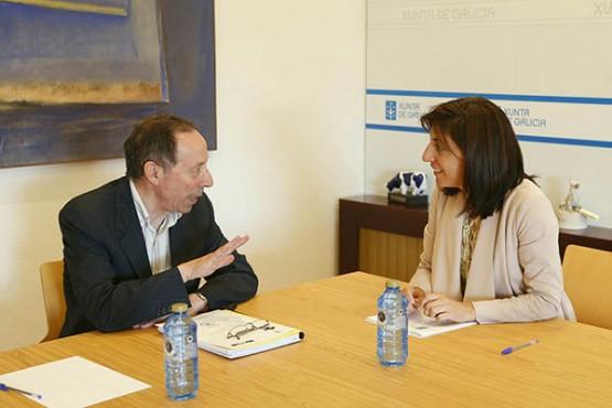 Ángeles Vázquez na reunión co alcalde de Beariz