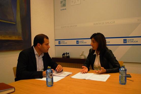 Ángeles Vázquez na reunión co alcalde de Cerdedo-Cotobade