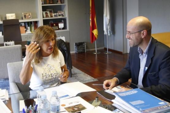 Beatriz Mato na reunión con Íñigo de la Cuadra Salcedo