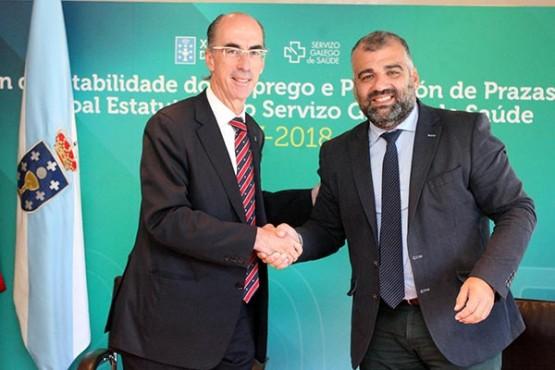 O conselleiro de Sanidade na sinatura do convenio co rexedor de Oza-Cesuras
