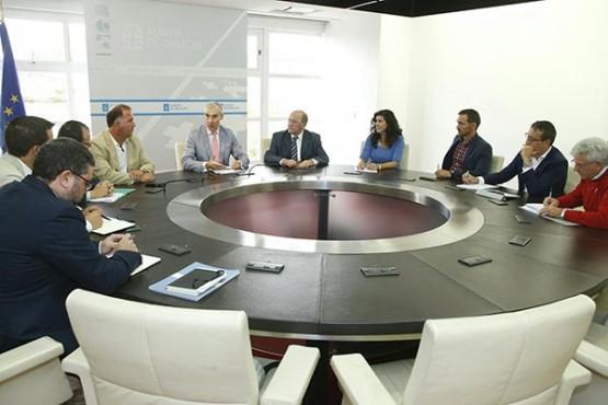 Francisco Conde na reunión con representantes da Cámara Oficial Mineira de Galicia e os Clústers da Pizarra