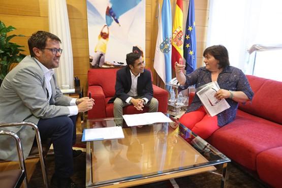 José Manuel Rey Varela na reunión coa alcaldesa de Lousame