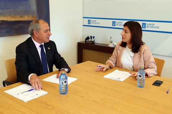 Ángeles Vázquez na reunión co alcalde de Monforte