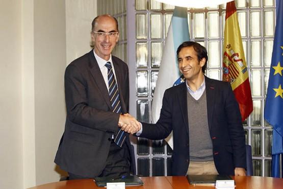 Rey Varela e Vázquez Almuíña na sinatura do convenio