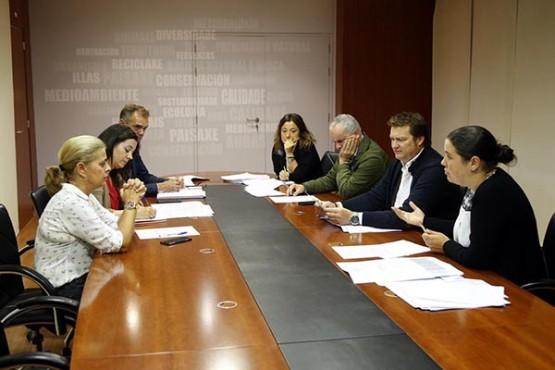 A directora xeral de Patrimonio Natural na reunión con responsables. Foto: X. Crespo