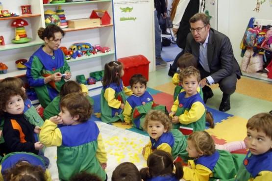 O presidente galego na visita á Casa do Neno en Santiago