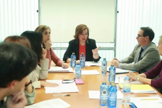 Susana López Abella na reunión co Colexio Oficial de Psicólogos de Galicia.