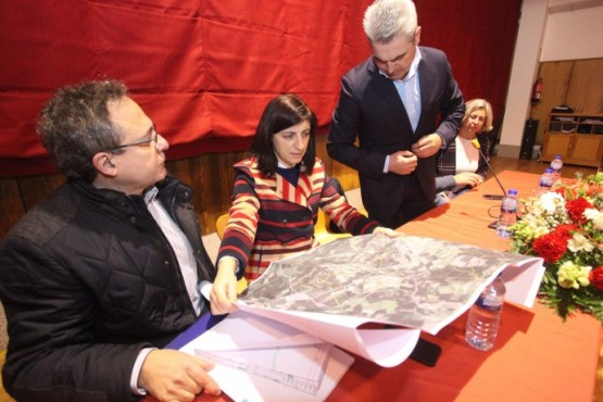 Ángeles Vázquez na visita ao Concello do Pino