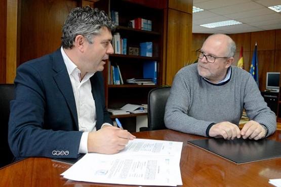 Ovidio Rodeiro na reunión co alcalde de Vimianzo