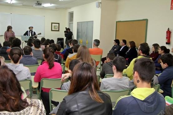 Susana López Abella na visita a unha das actividades en Vila de Cruces