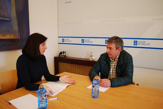 Ángeles Vázquez na reunión co alcalde das Nogais
