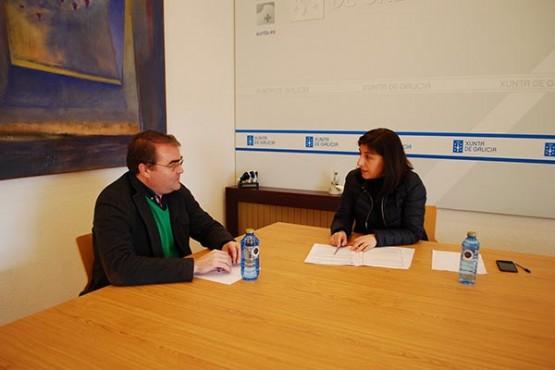 Ángeles Vázquez na reunión co alcalde de Castro de Rei