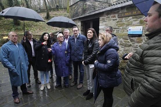 Ángeles Vázquez na visita ao concello de Roitorto