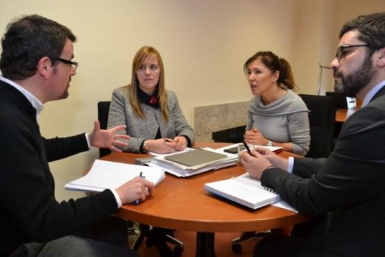Beatriz Mato na reunión coa alcaldesa de Melide