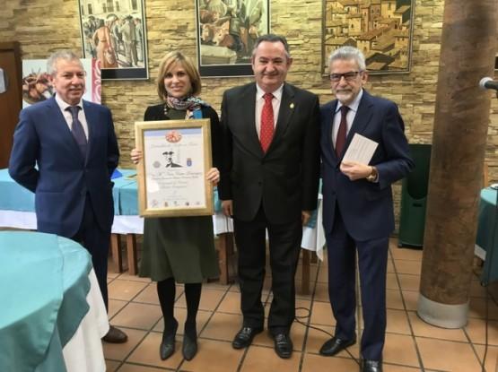 A directora de Turismo de Galicia recibiu en Avilés o premio Comensal de Honra Álvaro Cunqueiro