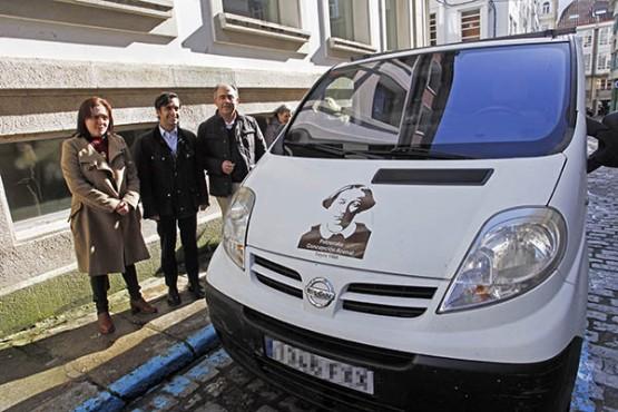 José Manuel Rey Varela na entrega do vehículo á entidade