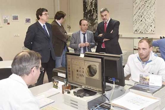 Alfonso Marnotes na visita ás instalacións de AIMEN