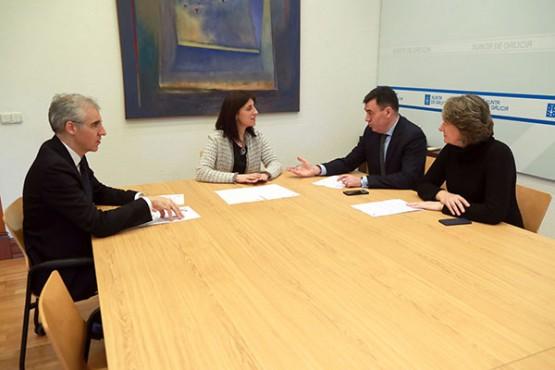 Ángeles Vázquez na reunión con Román Rodríguez