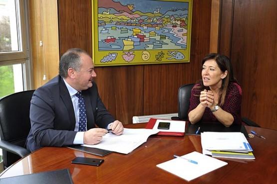 Beatriz Mato na reunión co alcalde de Culleredo. Foto: M. Fuentes