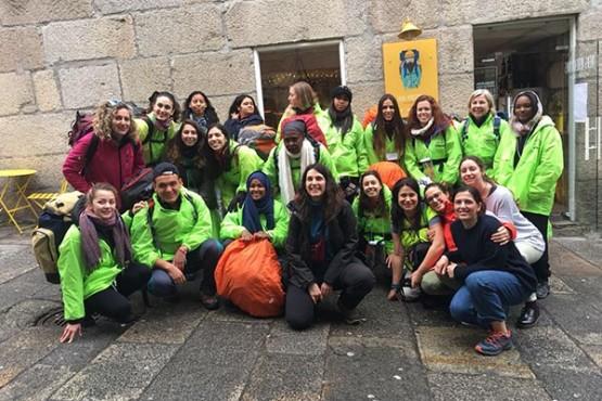 Un cento de estudantes de todo o mundo percorren estes días o Camiño de Santiago para promover o diálogo intercultural