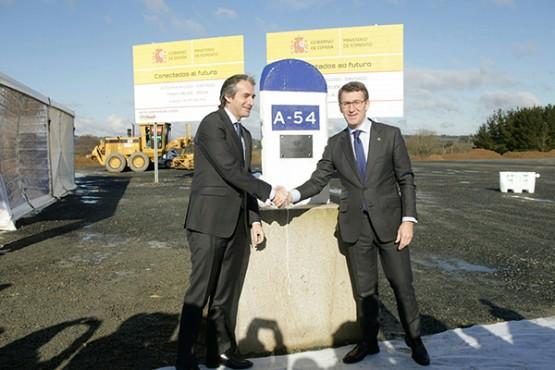 O presidente galego no inicio das obras