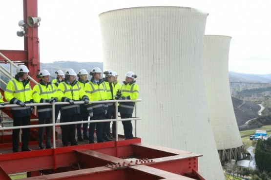 O presidente galego na visita á central térmica das Pontes de García Rodríguez