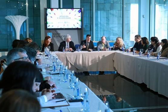 Román Rodríguez na reunión con entidades representativas