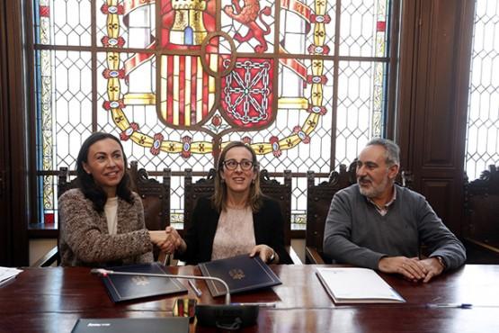 Ethel Vázquez na sinatura do convenio co Concello de Marín