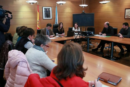 Sol Vázquez na reunión con representantes da Artesanía de Galicia