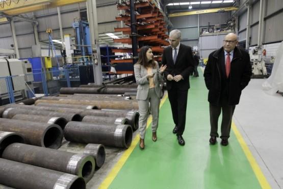 Francisco Conde na visita ás instalacións de Acebrón Group